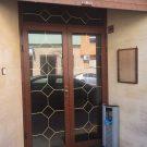 Puerta de entrada al tanatorio de Banyeres